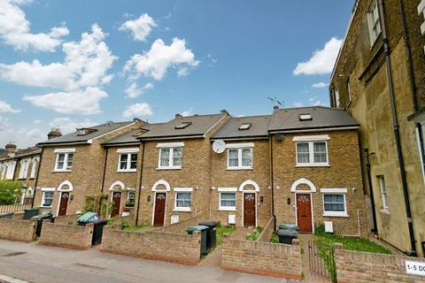 3 bedroom terraced house to rent - Trinity Road, Wood Green N22