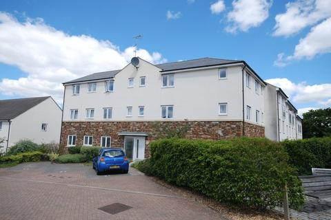 2 bedroom flat for sale - Fleetwood Gardens, Southway, Plymouth. A gorgeous and beautifully presented 2 double bedroomed 2nd floor flat