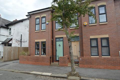 4 bedroom semi-detached house to rent - Oldfield Road, Sale, M33