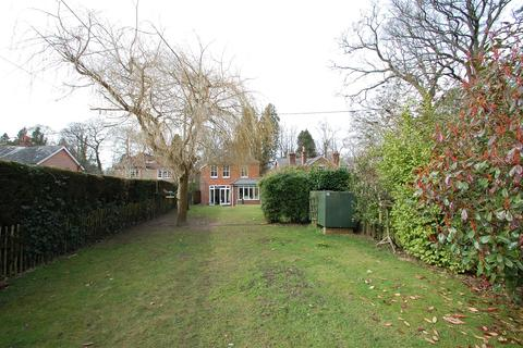 4 bedroom detached house to rent - Pine Cottage, London Road, Hill Brow.