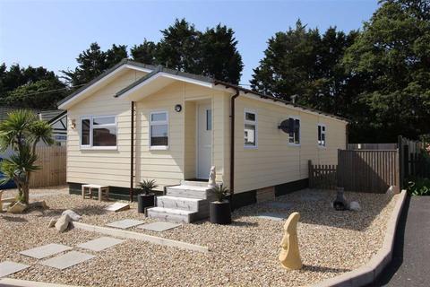 3 bedroom bungalow for sale - Barton On Sea, Hampshire