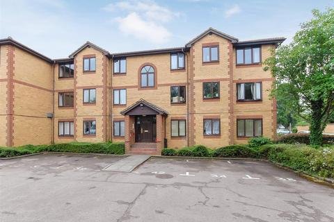 1 bedroom flat for sale - Kinnaird Close, Burnham