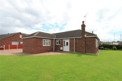 3 bedroom bungalow for sale - Lingfield Drive, Crewe, Cheshire, CW1