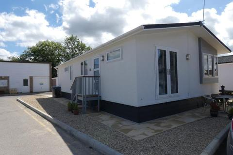 2 bedroom mobile home to rent - The Park Homes, Milestone Road, Carterton, Oxon, OX18 3RT