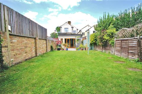 3 bedroom detached house for sale - Langley Road, Staines, Middlesex, TW18