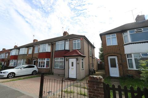 3 bedroom apartment to rent - Sutton Court Road, Hillingdon, UB10