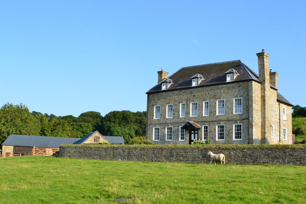 5 Bedrooms Barn Conversion Character Property for sale in Gladestry, Kington, Powys
