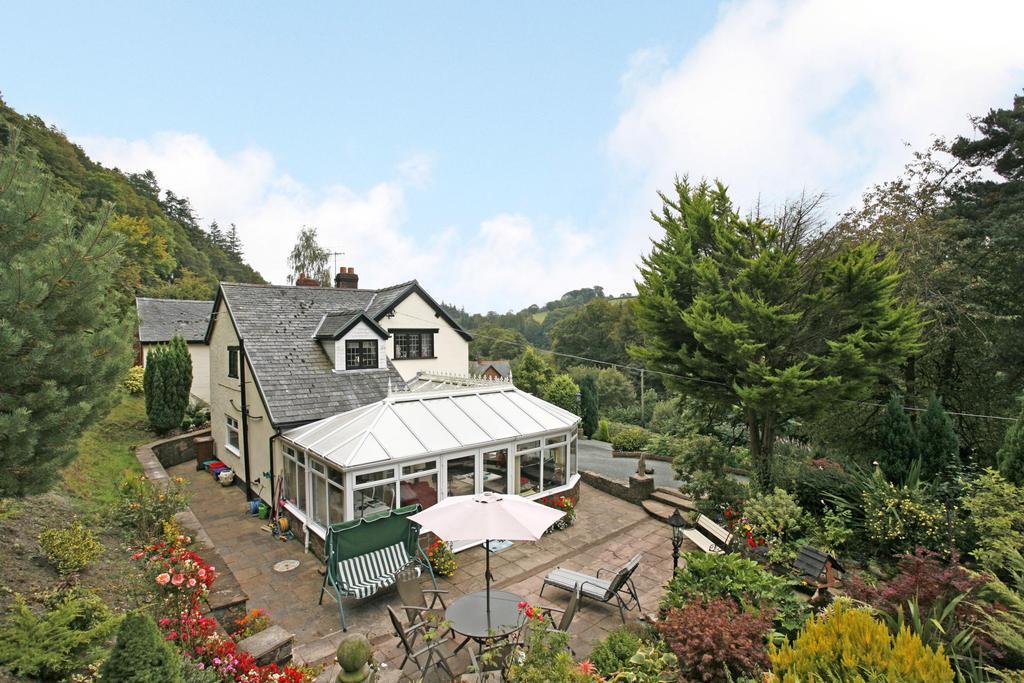 5 Bedrooms Detached House for sale in Van Road, Llanidloes, Powys