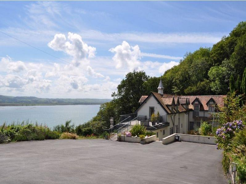 2 Bedrooms Apartment Flat for sale in Plas Panteidal, Aberdovey, Gwynedd