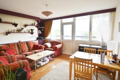 3 bedroom flat share to rent - Leirum Street