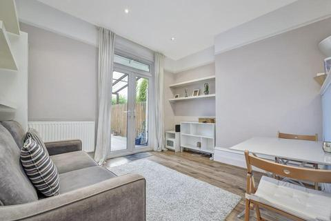 1 bedroom semi-detached house to rent - Lynton Road, London W3
