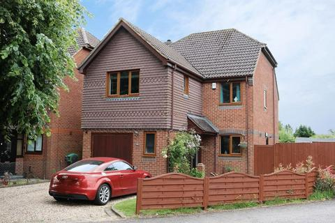 4 bedroom detached house for sale - Deceptive Detached Family Home, Village Location