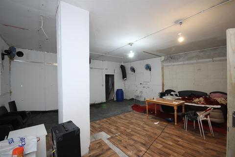 Warehouse to rent - Manor Park Road, London