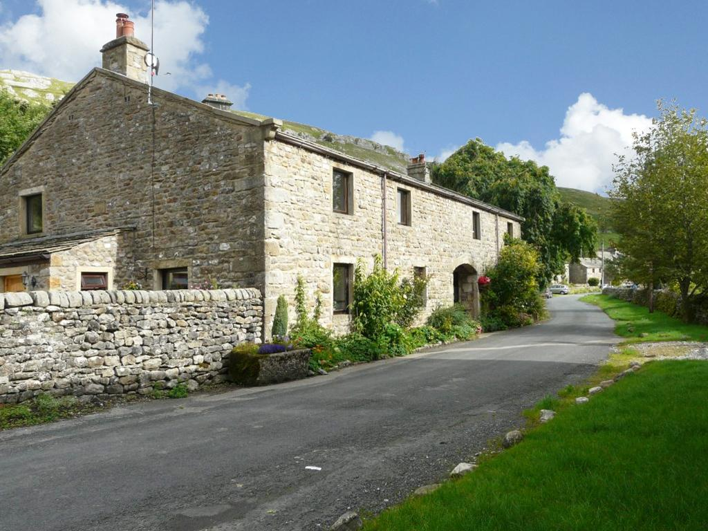3 Bedrooms Unique Property for sale in Holme Barn, Hawkswick, Skipton