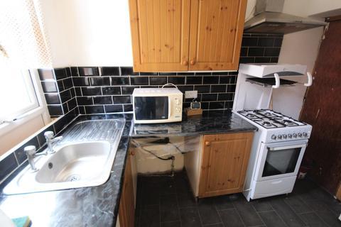 3 bedroom terraced house to rent - Bayswater Crescent, Leeds, LS8