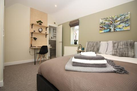 8 bedroom house share to rent - Highfield Road, Salford,