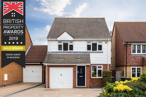 3 bedroom detached house for sale - Falcon Close, Rayleigh, Essex, SS6