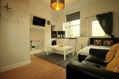 Studio to rent - 55 Headingley Lane, Leeds, LS6 1AA