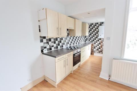 3 bedroom end of terrace house to rent - Cliffefield Road, Sheffield, S8 9DN