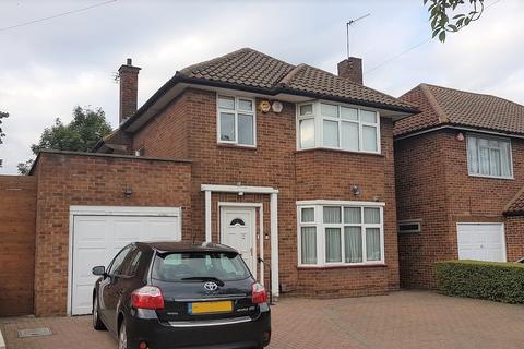 4 bedroom semi-detached house to rent - Hartland Drive, Edgware, HA8