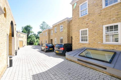 5 bedroom property to rent - Rush Grove Mews,