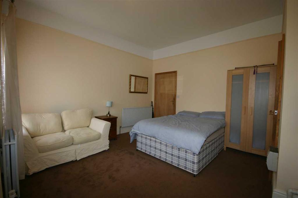 Bedroom/Lounge Area
