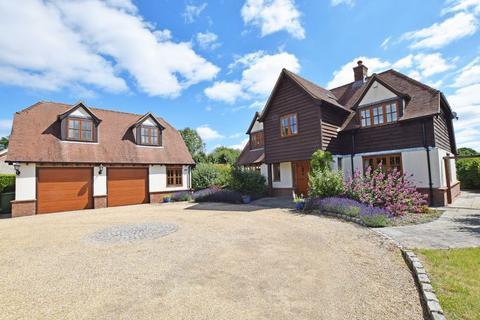 4 bedroom detached house for sale - Alton outskirts