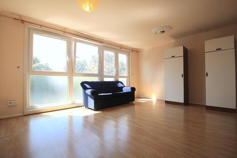 4 bedroom house to rent - Sandalwood Close, London