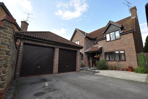 4 bedroom detached house for sale - Chuzzlewit Drive, Newland Spring, Chelmsford, CM1