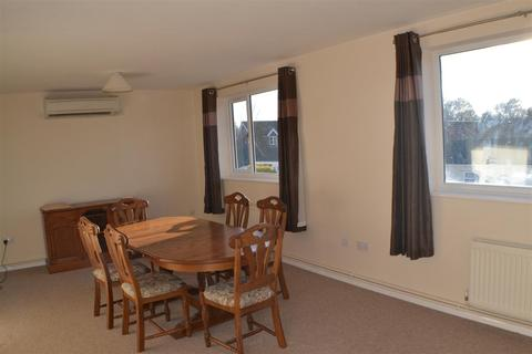 2 bedroom flat to rent - Meadow Park, Sherfield-On-Loddon, Hook