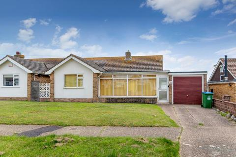 2 bedroom bungalow for sale - Hawth Park Road, Seaford, East Sussex, BN25 2RF