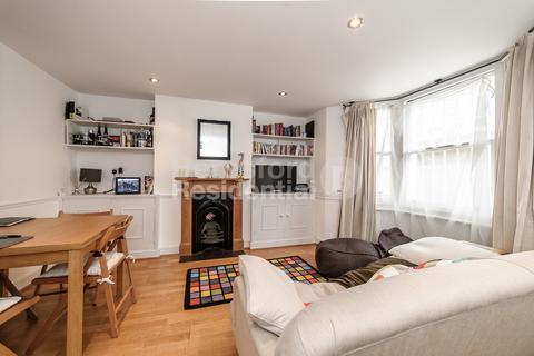 1 bedroom flat - Medwin Street, Clapham North