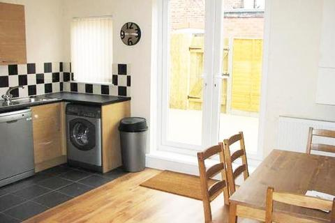 4 bedroom property to rent - Ruskin Avenue, Rusholme, Manchester