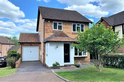 3 bedroom detached house for sale - Furse Close, CAMBERLEY, Surrey
