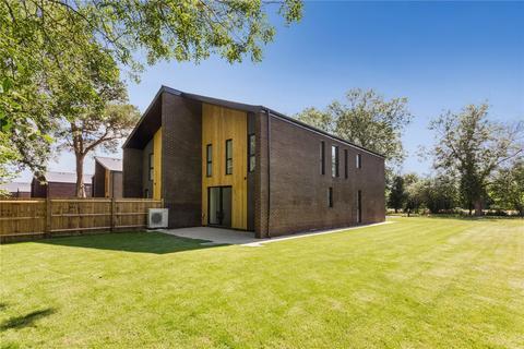 4 bedroom detached house for sale - Hastingwood Park, Harlow Common, Essex, CM17
