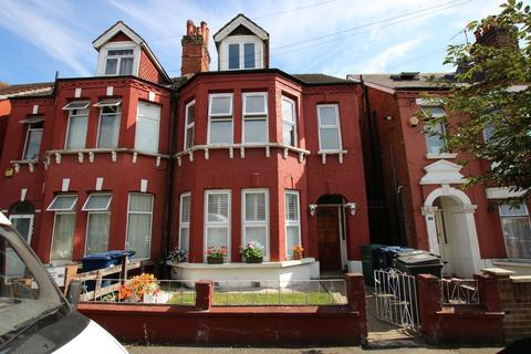 3 bedroom flat to rent - Ash Grove, Cricklewood, London