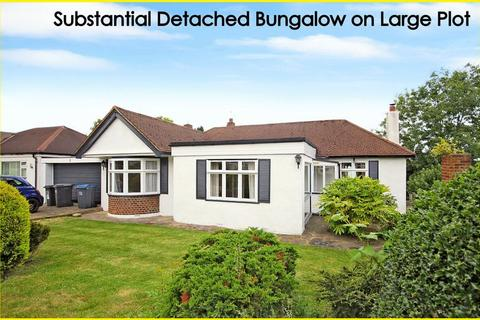3 bedroom detached bungalow for sale - Woodmere Close, Shirley