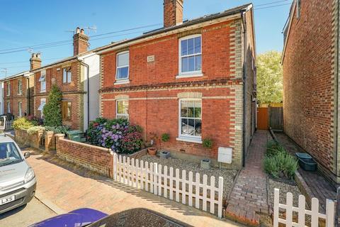 4 bedroom semi-detached house for sale - Meadow Road, Tunbridge Wells