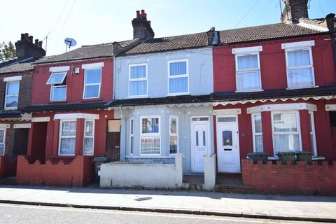 3 bedroom terraced house for sale - Dallow Road, Luton