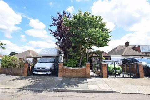 5 bedroom semi-detached house for sale - Worcester Avenue, Upminster, Essex