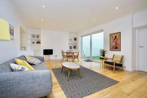 2 bedroom flat to rent - Brunswick Contemporary Garden Apartment