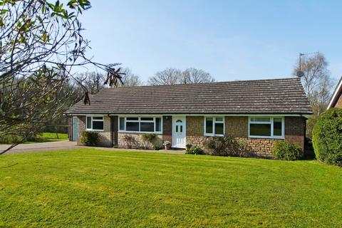3 bedroom detached bungalow to rent - Meadow Cottages, Slaugham Lane, Warninglid, RH17