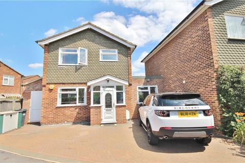 3 bedroom semi-detached house for sale - Sandra Close, Hounslow, TW3