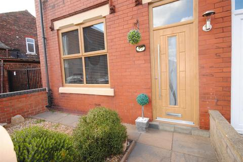 3 bedroom end of terrace house for sale - Throstlenest Avenue, Springfield, Wigan