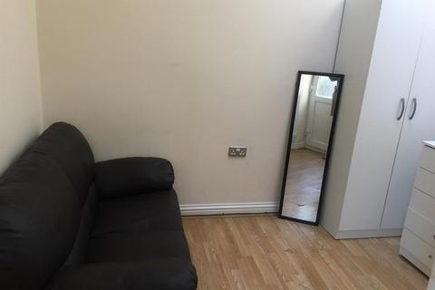 Studio to rent - Dumfries Street, Luton