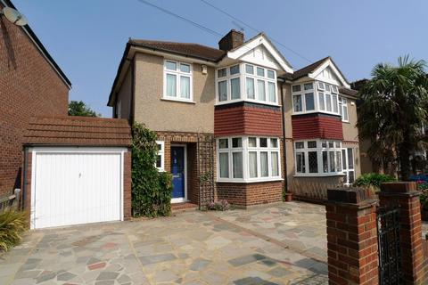 3 bedroom semi-detached house to rent - Dulverton Road, London, SE9 3RL