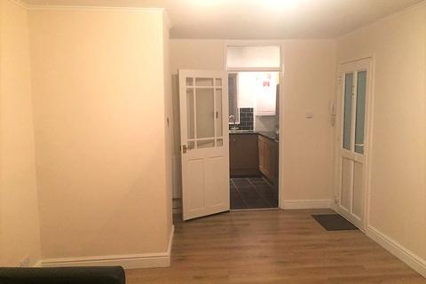 2 bedroom ground floor flat to rent - Barchester Road, Slough, Berkshire. SL3 7HA
