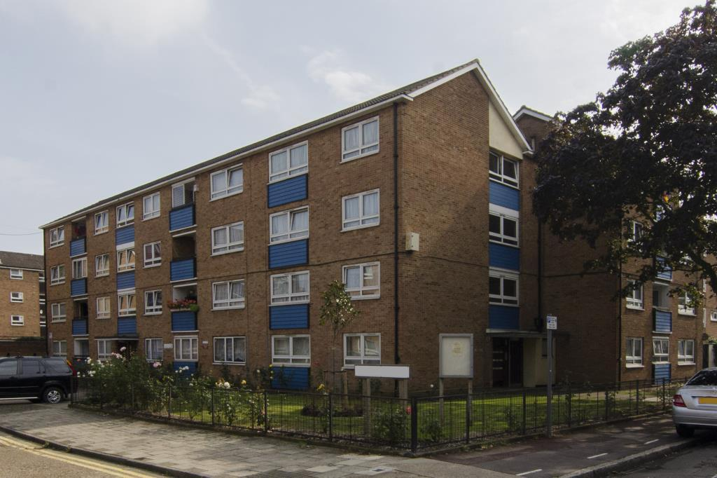 3 Bedrooms Flat for sale in Manor Park Road, London, E12