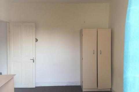 4 bedroom terraced house to rent -  Trevelyan Road,  London, E15