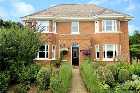 5 bedroom detached house for sale - Devereux Place, Braiswick, Colchester, Essex, CO4